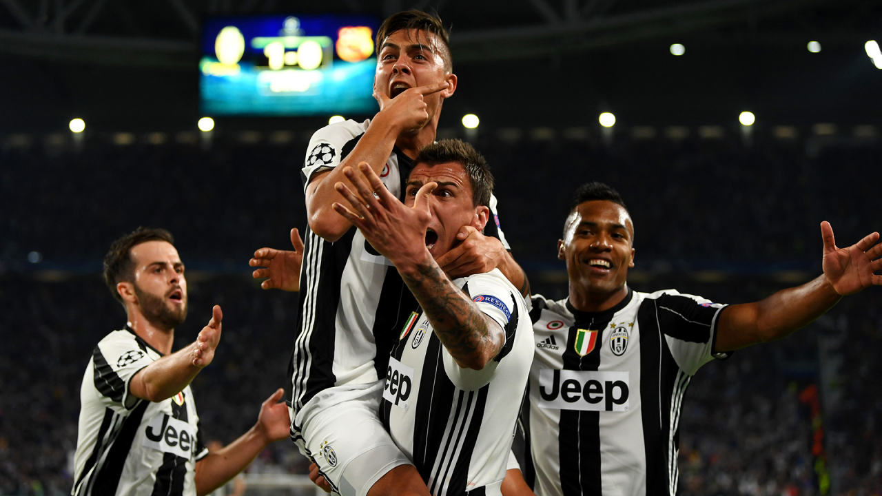 700022229MH00011_Juventus_v - TURIN, ITALY - APRIL 11:  Paulo Dybala of Juventus celebrates with Miralem Pjanic, Mario Mandzukic and Alex Sandro of Juventus after scoring his team's second goal during the UEFA Champions League Quarter Final first leg match between Juventus and FC Barcelona at Juventus Stadium on April 11, 2017 in Turin, Italy.  (Photo by Mike Hewitt/Getty Images)